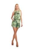 La femme de cheveux blonds portant la robe courte verte d'isolement sur le blanc Image stock