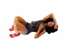 La femme de l'adolescence noire court-circuite des chaussures de rouge de veste Images libres de droits