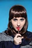 La femme dessine des lèvres Images libres de droits
