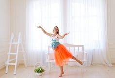La femme enceinte de danse Photos libres de droits