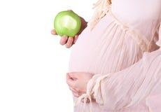La femme enceinte mangent la pomme Photo stock