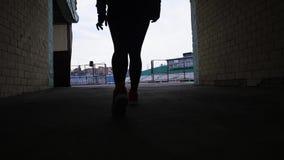 La femme fait le sport au stade clips vidéos