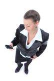 La femme heureuse d'affaires appelle avec un mobile Photo stock