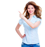 La femme heureuse montre un doigt dans le côté Photographie stock