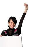La femme heureuse ouvrent une valise et une main vers le haut Photo libre de droits