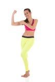 La femme heureuse sexy de brune montre des muscles de biceps photographie stock libre de droits