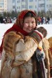 La femme la femme de Nenets dans des vêtements nationaux Image stock