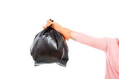 La femme maintiennent des déchets dans le sac pour pour éliminer Photographie stock