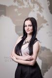 La femme moderne d'affaires dans le bureau avec l'espace de copie, se ferment vers le haut du por Images libres de droits