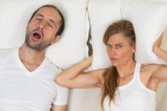 La femme ne peut pas dormir photo libre de droits