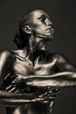 La femme nue aiment la statue en métal liquide Images stock