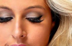 La femme observe le maquillage photographie stock libre de droits
