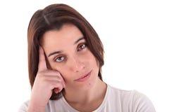 La femme pensive et belle, rappellent quelque chose Image stock