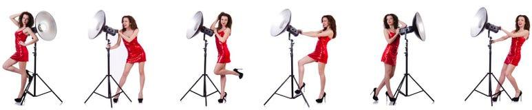 La femme portant la robe rouge d'isolement sur le blanc Photos stock