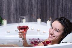 La femme prend Bath photographie stock