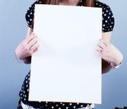 La femme prend la plaquette Photo stock