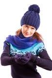 La femme prolonge ses mains enfilées de gants Photographie stock libre de droits