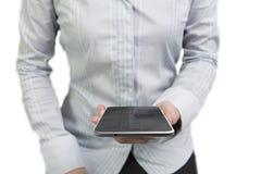 La femme remet tenir le téléphone intelligent avec l'écran tactile noir Photos stock