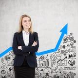 La femme sûre et le graphique bleu, se ferment  Photo stock