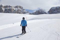 La femme skie Photographie stock
