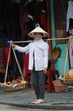 La femme sur le marché du Vietnam Image stock