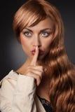 La femme veut le silence Images libres de droits