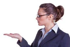 La femmina distribuisce per la disposizione del prodotto Immagini Stock