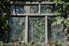 La fenêtre abandonnée Image stock