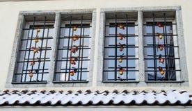 La fenêtre de la maison a décoré à Noël à vieux Tallinn Image libre de droits