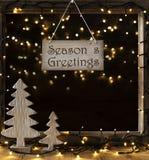 La fenêtre, lumières dans la nuit, texte assaisonne des salutations Image stock
