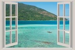 La fenêtre ouverte, avec des vues de mer à Phuket, la Thaïlande Images libres de droits