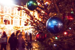 La feria del Año Nuevo en cuadrado rojo en Moscú Decoración festiva Decoración de la Navidad imagen de archivo libre de regalías