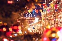 La feria del Año Nuevo en cuadrado rojo en Moscú Decoración festiva Decoración de la Navidad fotos de archivo libres de regalías