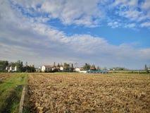 La ferme étant profondément labourée photo libre de droits