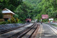 La ferrovia alla stazione ferroviaria Immagine Stock