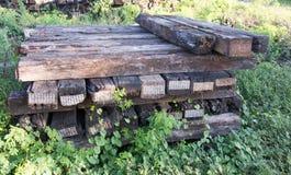 La ferrovia della traversina ciò è vecchio legno Immagini Stock Libere da Diritti
