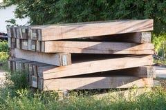 La ferrovia della traversina ciò è vecchio legno Fotografia Stock