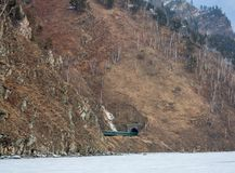 La ferrovia di Circum-Baikal nel marzo 2009 Immagine Stock