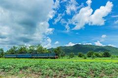 La ferrovia, treno della Tailandia Fotografie Stock Libere da Diritti