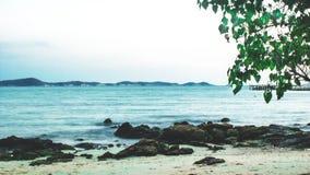 La festa di viaggio della spiaggia del paesaggio si rilassa la località di soggiorno del fondo immagine stock