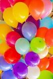 La festa e la gioia dei bambini delle palle gonfiabili fotografia stock libera da diritti