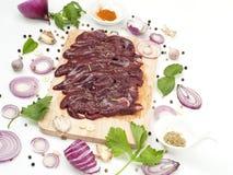 La fetta cruda del fegato della carne di maiale con il condimento aromatizza l'alimento giapponese ed asiatico immagini stock libere da diritti