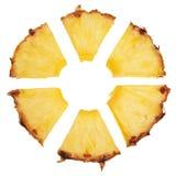La fetta dell'ananas ha tagliato in segmenti radiali. Immagine Stock