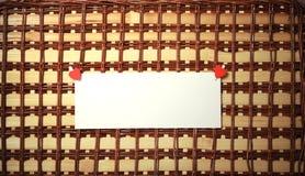 La feuille blanche de notes d'amour de papier et le coeur forment Photos stock