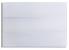 La feuille blanche de papier texturisé s'est pliée dans trois d'isolement Image libre de droits