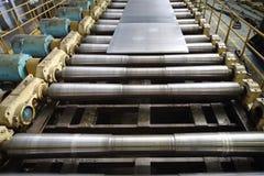 La feuille d'aluminium platten la presse à mouler image stock