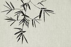 La feuille et la branche de bambou noir sur le tissu donnent au fond une consistance rugueuse illustration stock