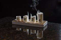 La fiamma dalla quarta candela ha estinto, solo il fumo rimane Fotografie Stock