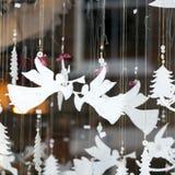 La fiera di divertimento tradizionale di Hyde Park Winter Wonderland con alimento e la bevanda si blocca, caroselli, premi ai wi immagini stock libere da diritti