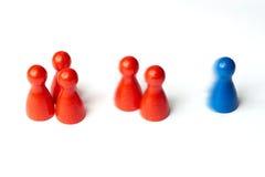 La figura azul primero, juego empeña con la falta de definición de movimiento El concepto para la motivación, deporte, triunfo, p foto de archivo libre de regalías